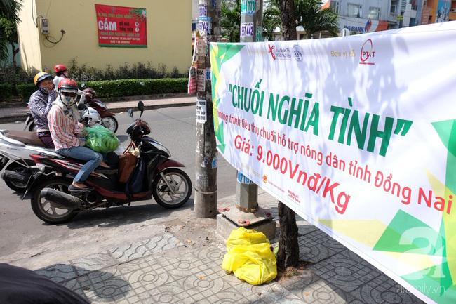 Nữ sinh Sài Gòn xuống đường 'cứu chuối' giúp bà con Đồng Nai - Ảnh 3
