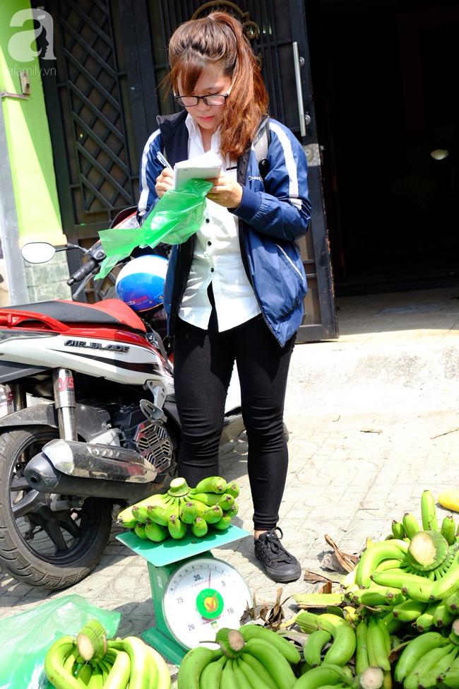 Nữ sinh Sài Gòn xuống đường 'cứu chuối' giúp bà con Đồng Nai - Ảnh 7