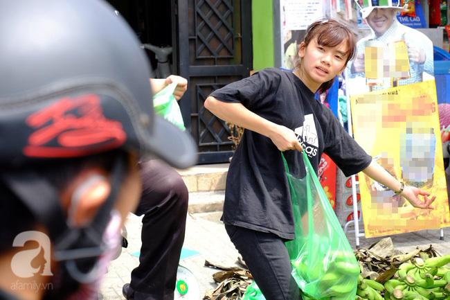 Nữ sinh Sài Gòn xuống đường 'cứu chuối' giúp bà con Đồng Nai - Ảnh 8