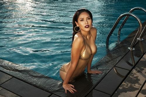 Những nàng da nâu mặc bikini chuẩn Tây của showbiz Việt - Ảnh 13