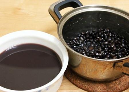 Nước đậu đen nên để cả vỏ tốt cho sức khỏe