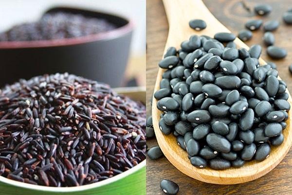 Nấu nước gạo lứt rang với đậu đen giúp chăm sóc sắc đẹp hiệu quả