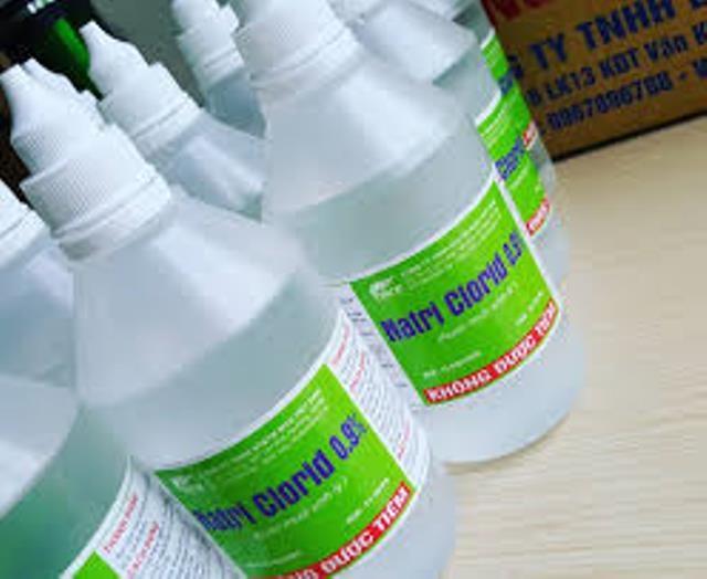 Nhiều bà mẹ mắc sai lầm này khi sử dụng nước muối sinh lý - Ảnh 1