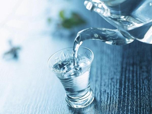 Nước lọc - Nước uống giảm béo bụng quen thuộc