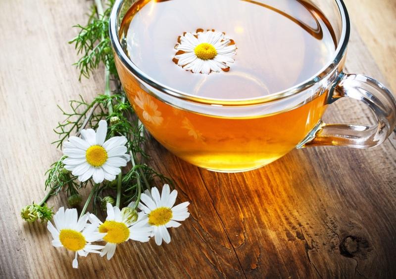 Trà hoa cúc là đồ uống giảm béo bụng thơm ngon, dễ uống