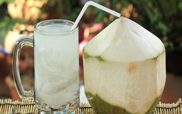 Nước cốt dừa là loại nước uống giảm cân sau sinh không thể bỏ qua với các mẹ