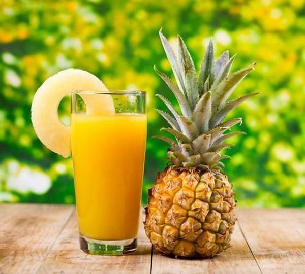 Nước ép dứa là đồ uống giảm cân sau sinh vô cùng ngon miệng, dễ uống