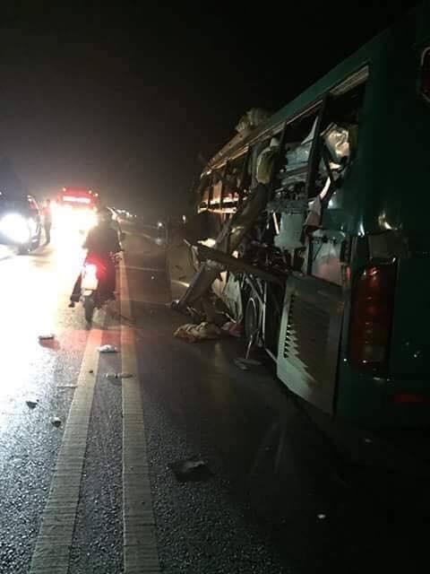 Nổ xe khách giường nằm, 2 người chết, 8 bị thương - Ảnh 1