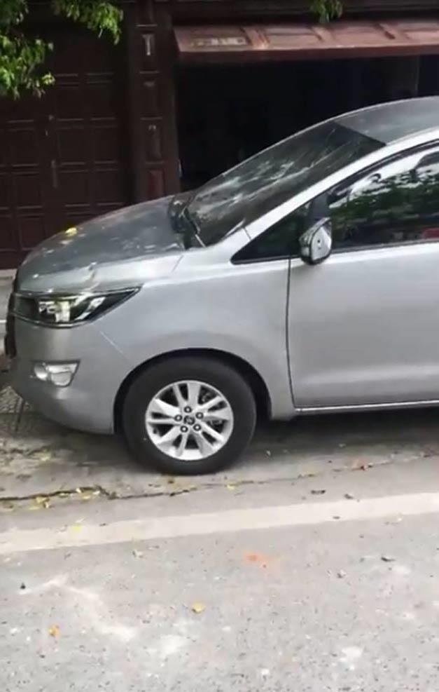 Muôn vàn cách xử lý của chủ nhà khi bị đậu xe chắn lối ra vào - Ảnh 4