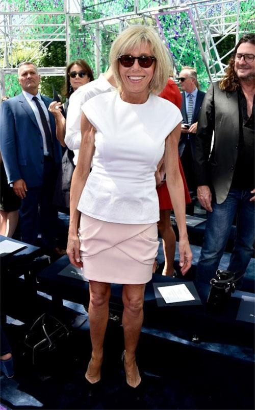 Phong cách thời trang của vợ Tổng thống Pháp mới đắc cử - Ảnh 6