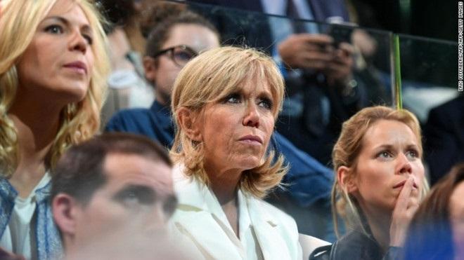Đệ nhất phu nhân 64 tuổi, vợ của tổng thống đắc cử trẻ nhất nước Pháp - Ảnh 1