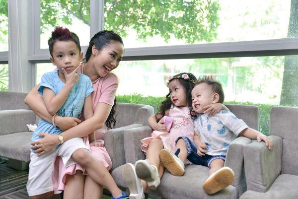 'Trốn con' đi kỷ niệm 9 năm ngày cưới, Ốc Thanh Vân và chồng khiến chị em trầm trồ khi vẫn lãng mạn, ngọt ngào như thuở mới yêu - Ảnh 8