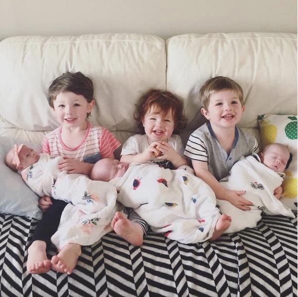 'Ông bố siêu nhân điện quang' Rohan chăm cùng lúc 6 con nhỏ