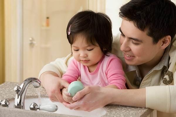 6 bước để bảo vệ sức khỏe cho bé trong mùa lạnh   - Ảnh 2