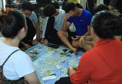 Bắt quả tang 20 đối tượng đánh bạc tại tòa nhà sang trọng ở Tây Đô - Ảnh 1