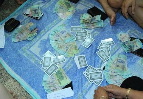 Bắt quả tang 20 đối tượng đánh bạc tại tòa nhà sang trọng ở Tây Đô - Ảnh 2
