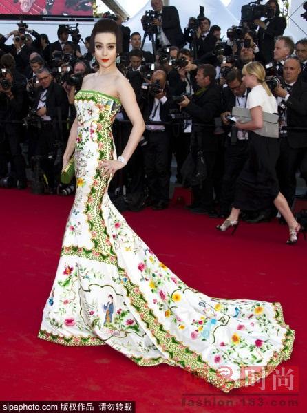 Những bộ cánh đẹp nhất của Phạm Băng Băng tại các mùa Liên hoan phim Cannes - Ảnh 7