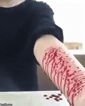 Tự rạch tay mình vì chia tay người yêu, cô gái quay clip bị cư dân mạng thi nhau 'ném đá' - Ảnh 1