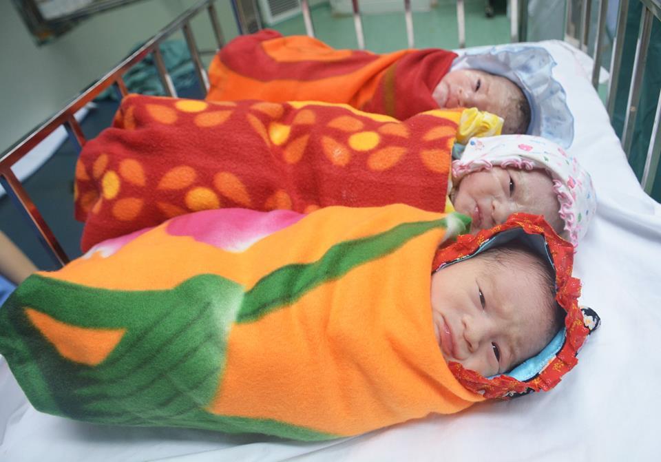 Suốt 5 năm chạy chữa, người phụ nữ hiếm muộn sinh ra ba đứa bé đẹp như thiên thần - Ảnh 1