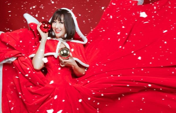 Phi Thanh Vân tung ảnh Giáng sinh đẹp ngỡ ngàng bên con trai - Ảnh 6