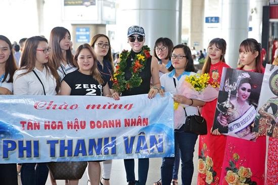Vừa đáp xuống sân bay, tân Hoa hậu Doanh nhân Phi Thanh Vân gây choáng váng với hành động 'bá đạo' này - Ảnh 6