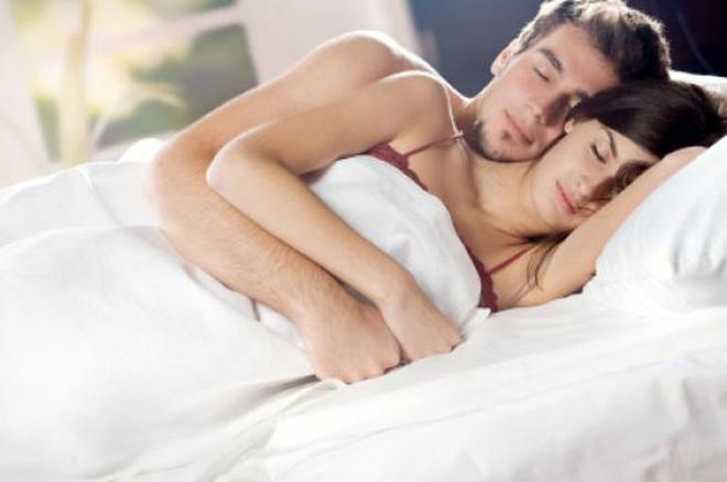 Người đàn ông thương vợ sẽ không ngần ngại chiều lòng yêu cầu của vợ để có giấc ngủ ngon