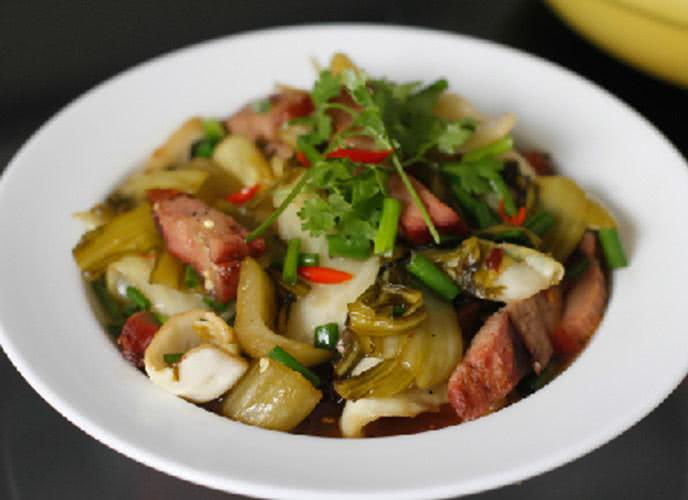 Vị chua của dưa cải sẽ khiến món ăn không bị ngấy - Ảnh minh họa: Internet