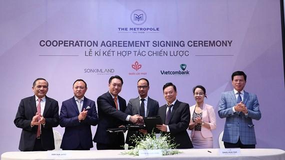 Gần như cùng thời điểm với việc Keppel Land thông báo đã bán 30% cổ phần của Quốc Lộc Phát thì Sơn Kim Land ký kết với Vietcombank khởi động dự án.
