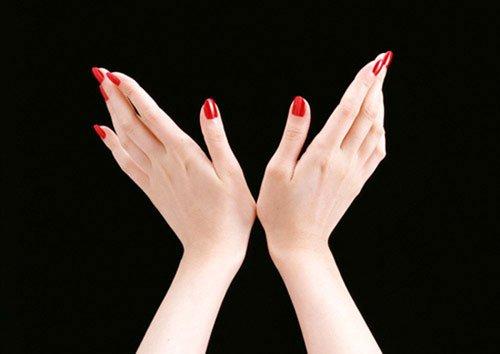 """Hormone giúp ngón tay dài cũng chính là hormone tác động đến hành vi """"chăn gối"""" của một người"""