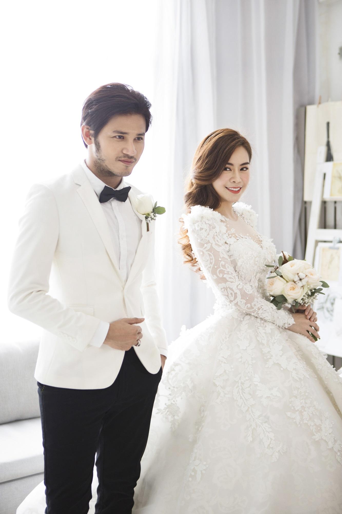 Diễn viên Gạo nếp gạo tẻ 'khoá môi' bạn trai ngọt ngào trong ảnh cưới - Ảnh 7