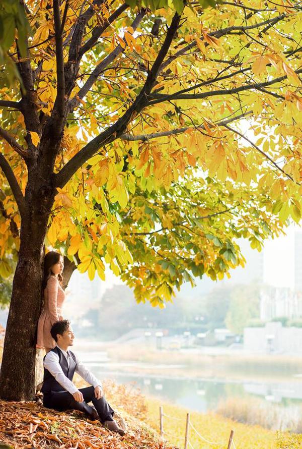 Đinh Tiến Đạt chụp ảnh tình tứ cùng bà xã tại quê hương 'tình cũ' Hari Won - Ảnh 11