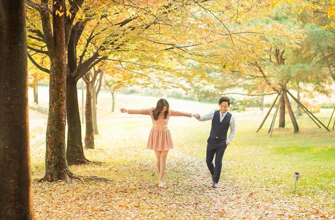 Đinh Tiến Đạt chụp ảnh tình tứ cùng bà xã tại quê hương 'tình cũ' Hari Won - Ảnh 5