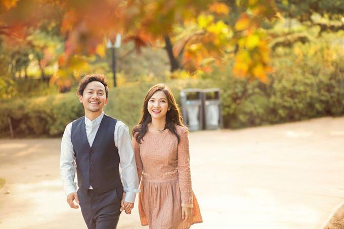 Đinh Tiến Đạt chụp ảnh tình tứ cùng bà xã tại quê hương 'tình cũ' Hari Won - Ảnh 6