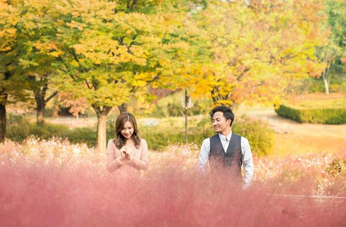 Đinh Tiến Đạt chụp ảnh tình tứ cùng bà xã tại quê hương 'tình cũ' Hari Won - Ảnh 8