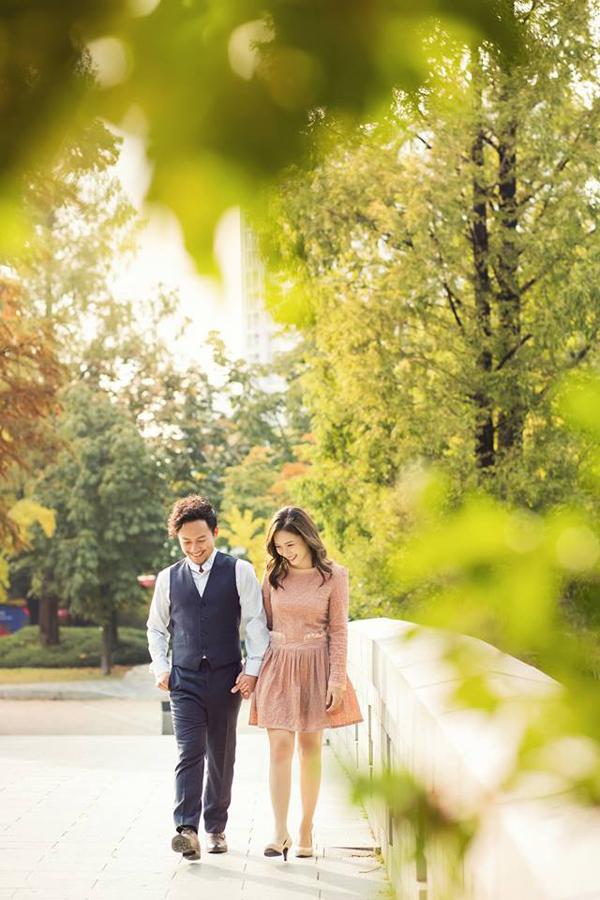 Đinh Tiến Đạt chụp ảnh tình tứ cùng bà xã tại quê hương 'tình cũ' Hari Won - Ảnh 9