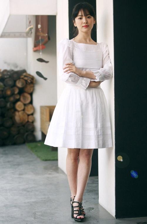 Học Song Hye Kyo cách phối quần áo 'ăn gian' cả chục tuổi