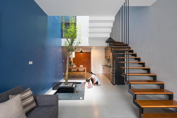 Bức tường gạch trắng vừa giúp thông gió, mang ánh sáng tự nhiên vào nhà, vừa tạo nét đẹp thẩm mỹ khác biệt cho căn nhà.