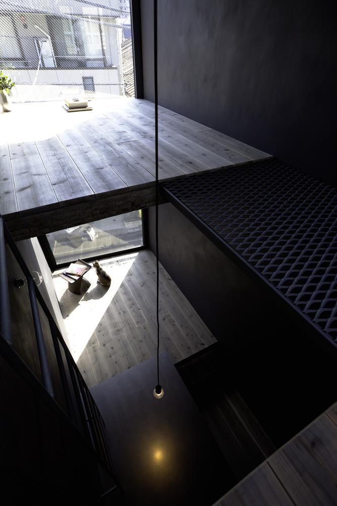 Ngoài ra, còn khá nhiều không gian được chủ nhà thiết kế thành nơi thư giãn, nghỉ ngơi đọc sách.