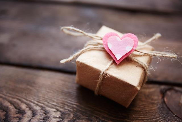 Không còn phải phân vân tặng gì cho chồng, chị em truyền tay nhau bí quyết giữ lửa hôn nhân cực đỉnh trong ngày Valentine - Ảnh 1