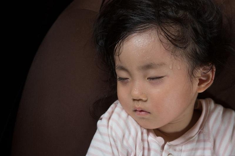 Biểu hiện và cách điều trị khi trẻ bị nóng trong người - Ảnh 2