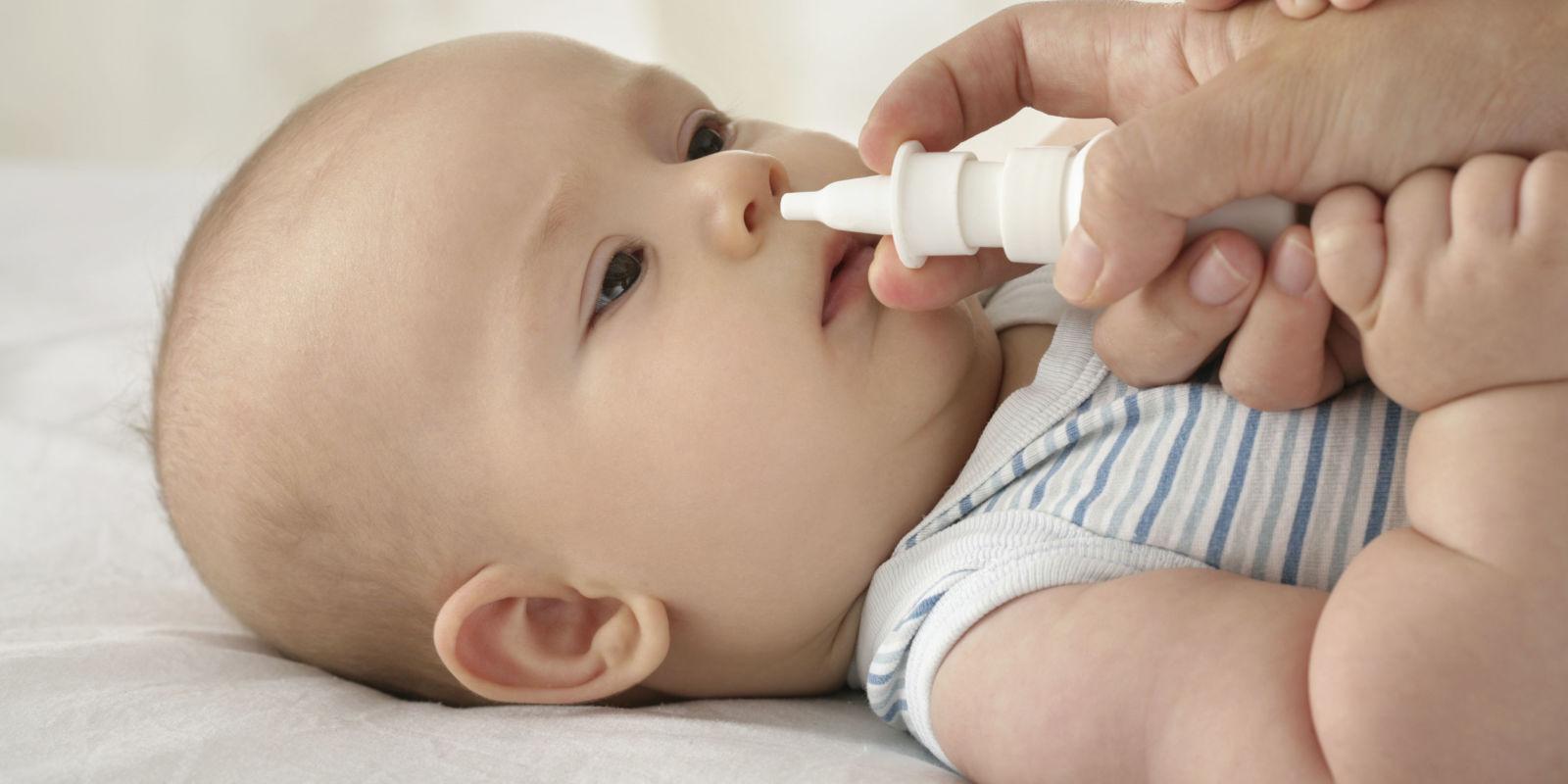 Trẻ sơ sinh bị ngạt mũi và ho, bố mẹ phải làm gì? - Ảnh 2