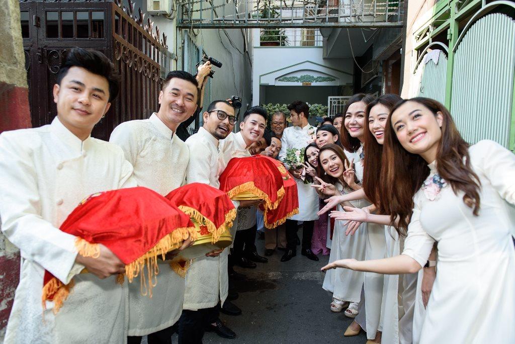 Dàn sao 'Gạo nếp gạo tẻ' vui nhộn bưng quả trong lễ rước dâu của Vũ Ngọc Ánh - Anh Tài - Ảnh 6