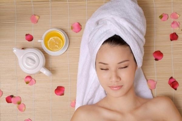 Ủ tóc với công thức từ trà xanh giúp dưỡng tóc chắc khỏe