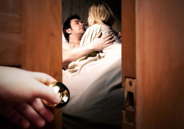 Cú ra đòn của cô bồ khiến người chồng thức tỉnh - Ảnh 1