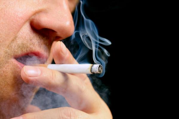 Hút thuốc lá quá nhiều có thể khiến bạn mù màu - Ảnh 1