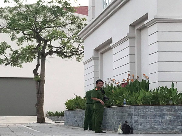 Nữ sinh Đại học Vinh rơi từ tầng 5 ký túc xá xuống đất - Ảnh 1