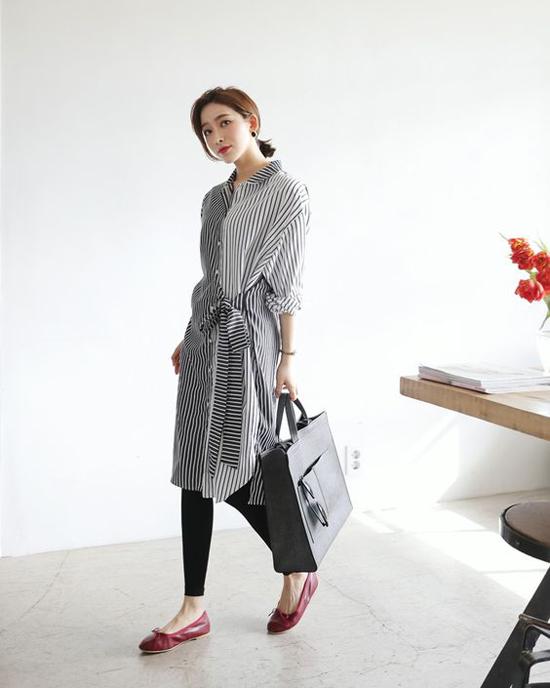 Sơ mi vạt quấn tạo cảm giác thoải mái cho người sử dụng. Trang phục này thường được kết hợp cùng các kiểu quần legging, skinny.