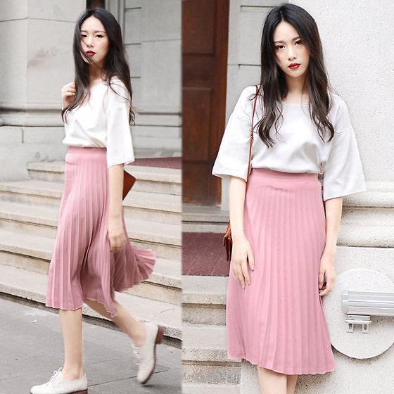 Chân váy dáng xòe nhẹ là lựa chọn hàng đầu cho những cô gái có phần hông to