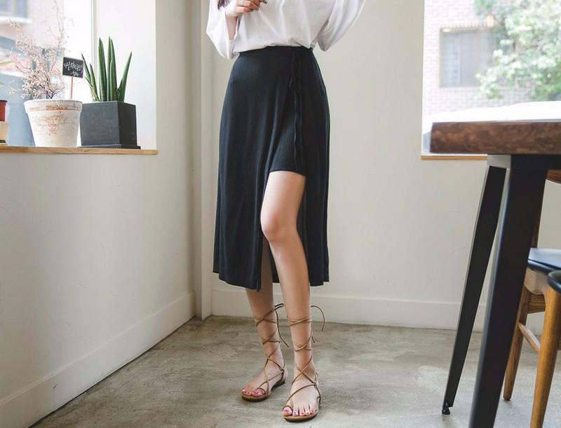 Chân váy midi voan rất dễ kết hợp với nhiều loại trang phục khác nhau
