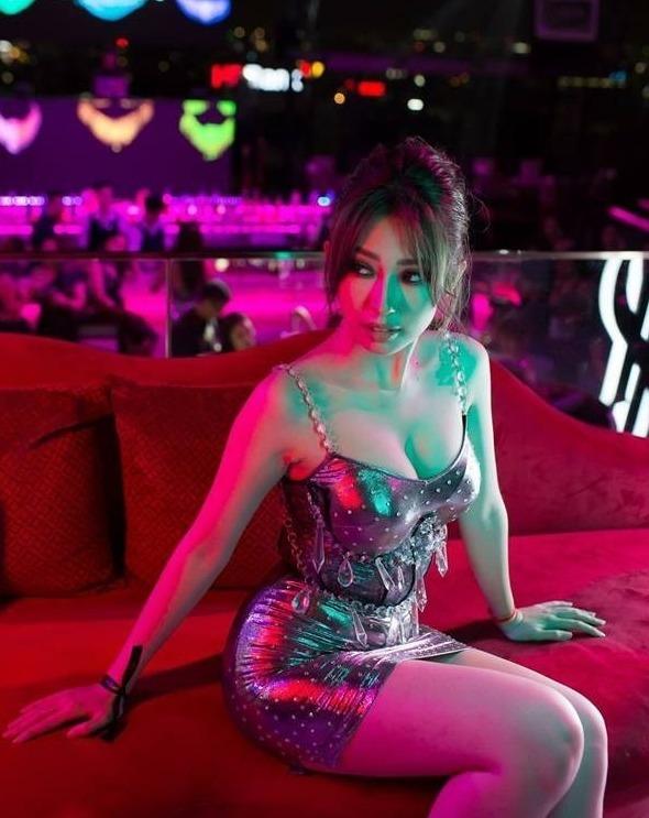 Khổng Tú Quỳnh ngày càng táo bạo, sexy sau khi chia tay Ngô Kiến Huy - Ảnh 5